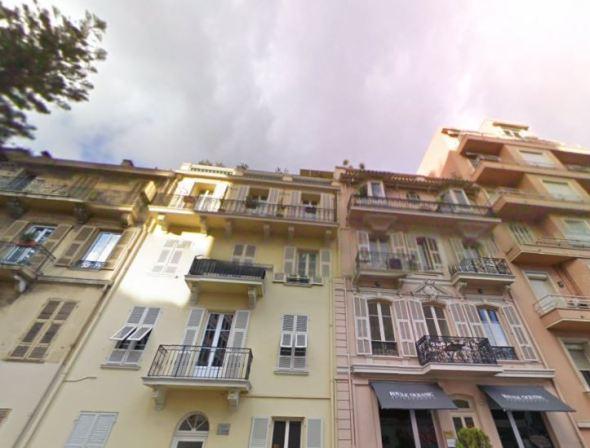 Rue Princesse Antoinette Monaco-ban - A Berény féle Monaco képen látható villák déli, utcai homlokzatai ma. A festményen az udvari, tehát északi homlokzatok láthatóak.
