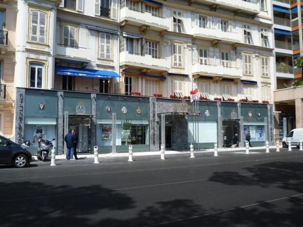 Automobile Club Monaco - A festő a Boulevard Albert 1er 23-as szám alatt lakhatott (vendégeskedhetett) és az épület hátsó teraszán festhetett egy napfényes téli, egész pontosan decemberi reggelen